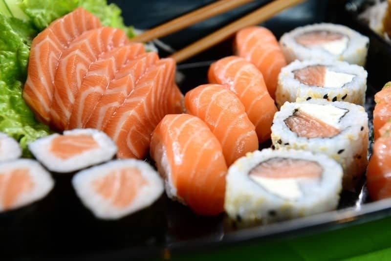 The 5 Best Sushi knives or Sashimi knives in 2019 : Reviews and Buying Guide 3